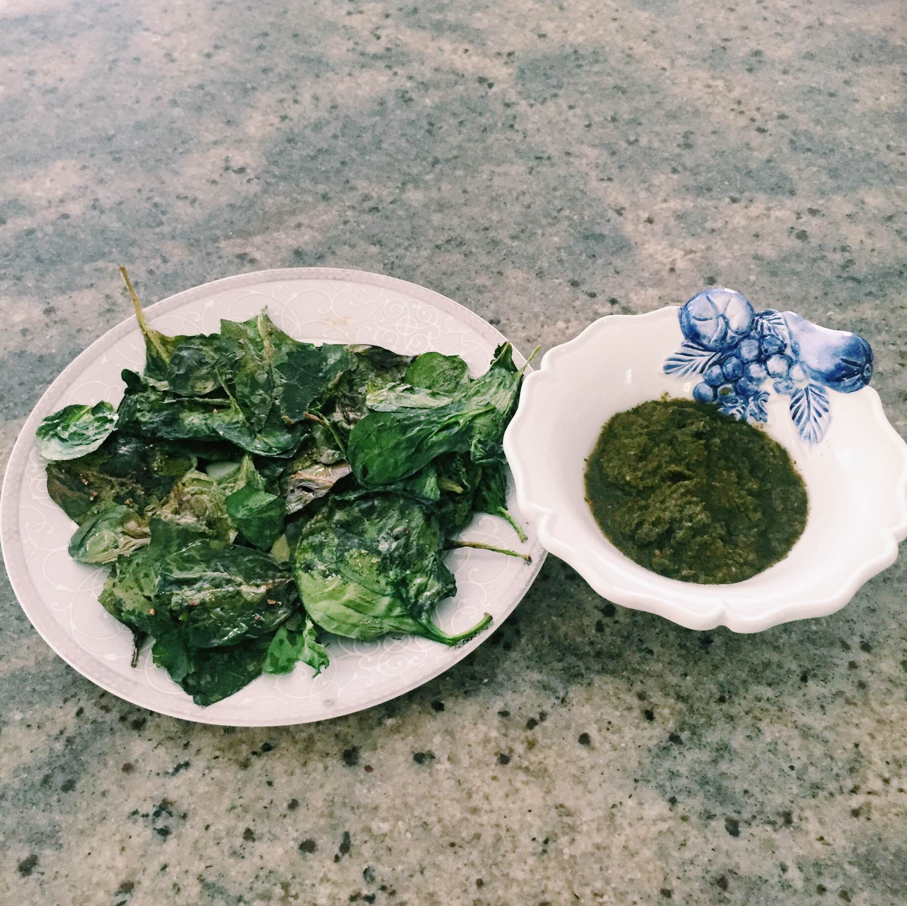 Low carb recipe spinach chips w/ chutney